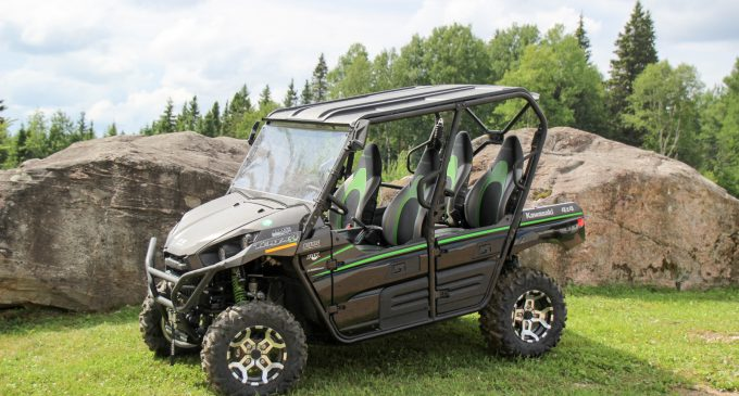 full review 2016 kawasaki teryx 4 le the lexus of japanese side by sides atv guys. Black Bedroom Furniture Sets. Home Design Ideas